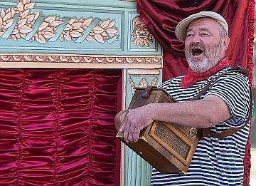 Don Šajn alebo Márnotratný syn, Tradičné bábkové divadlo Tyjátr s principálom Ivanom Gontkom